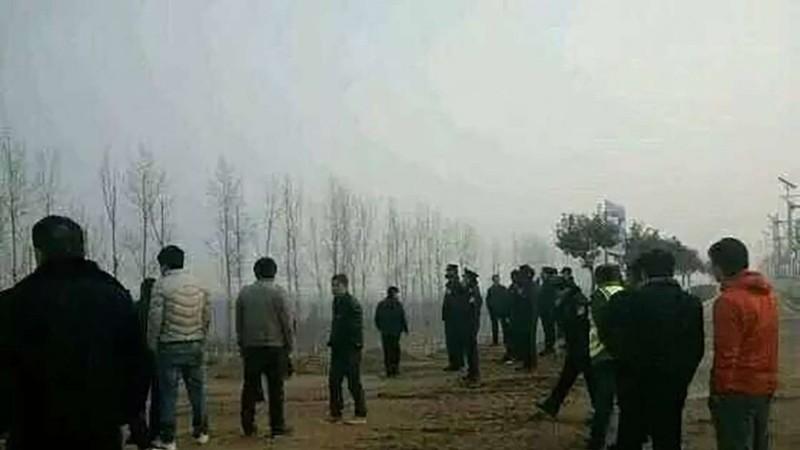 Trung Quốc: Cảnh sát đọ súng vì 'mâu thuẫn' - ảnh 1