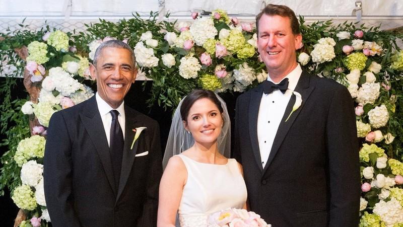 Ông Obama làm phù rể trong đám cưới nhân viên - ảnh 1