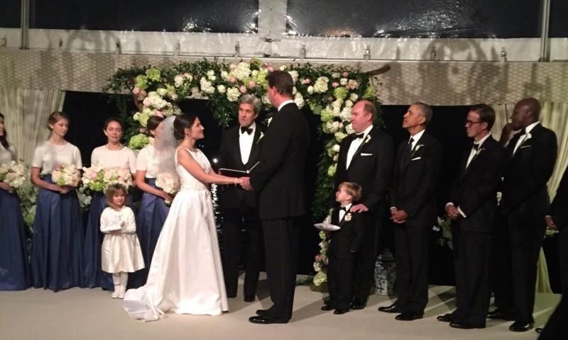 Ông Obama làm phù rể trong đám cưới nhân viên - ảnh 2