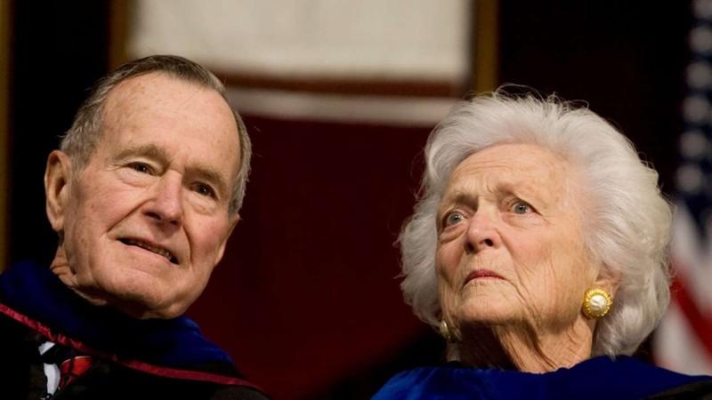 Vợ chồng cựu Tổng thống Bush 'cha' nhập viện cùng lúc - ảnh 1