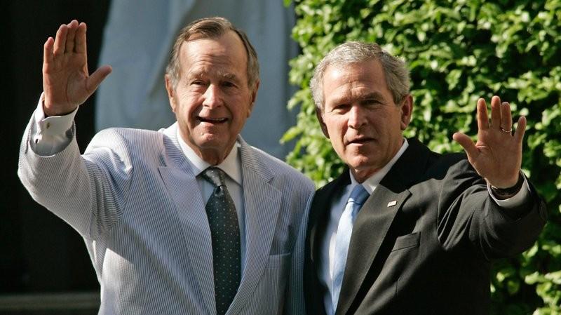 Vợ chồng cựu Tổng thống Bush 'cha' nhập viện cùng lúc - ảnh 2