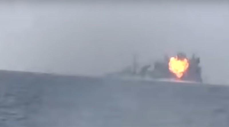 Phiến quân Yemen nã tên lửa trúng tàu chiến Ả Rập Saudi - ảnh 1
