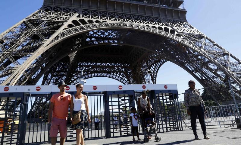 Pháp chi 23 triệu euro biến tháp Effiel thành pháo đài - ảnh 1