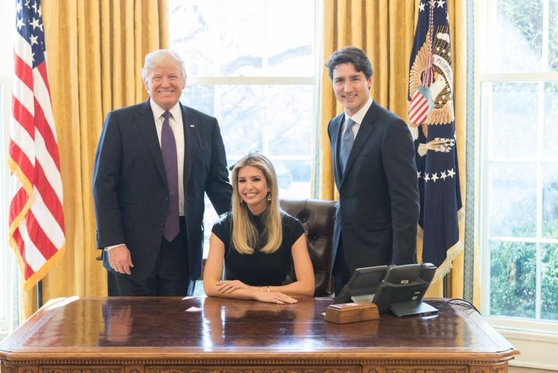 Ảnh con gái ông Trump ngồi ghế tổng thống gây bão - ảnh 1
