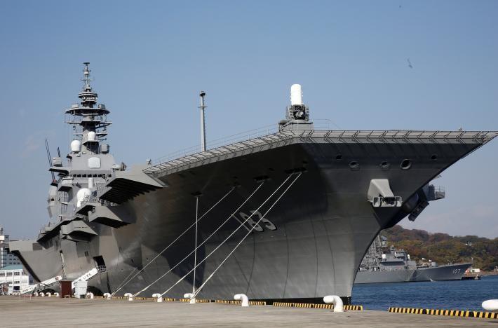 Tàu sân bay lớn nhất Nhật Bản sẽ đến Biển Đông? - ảnh 1