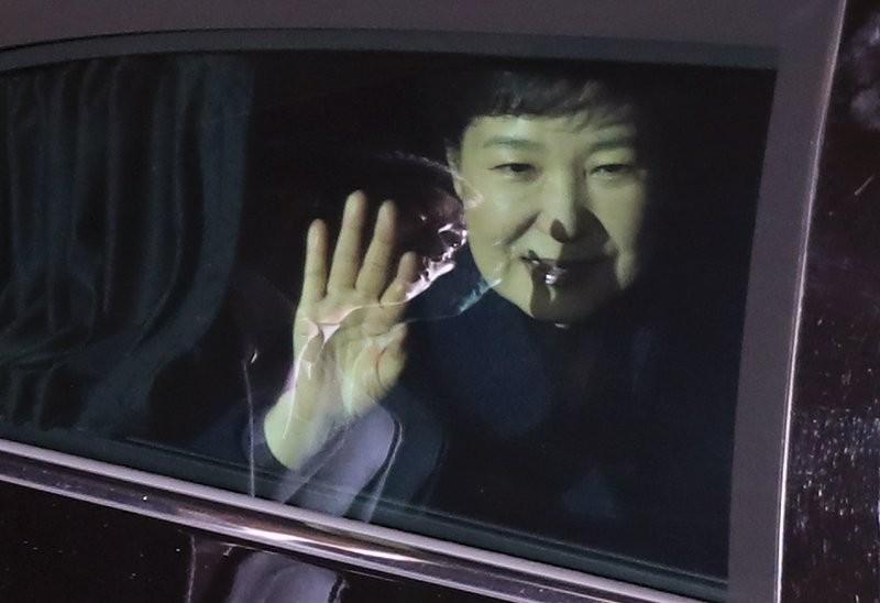 Bà Park bị phế truất, hàng loạt cố vấn cấp cao từ chức - ảnh 2