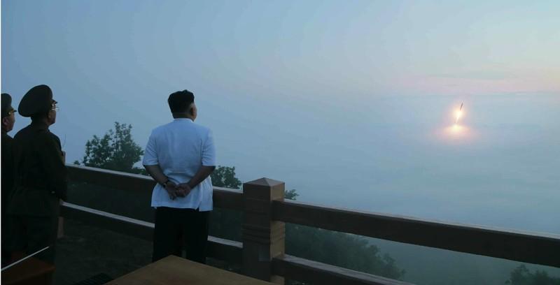 Nóng: Triều Tiên bất ngờ phóng tên lửa, nổ giữa trời - ảnh 1