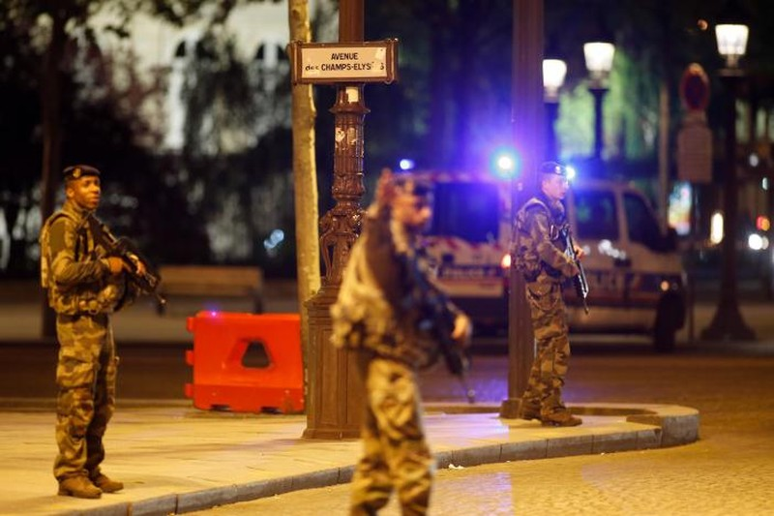 Khủng bố Paris đẫm máu chỉ ba ngày trước bầu cử Pháp - ảnh 3