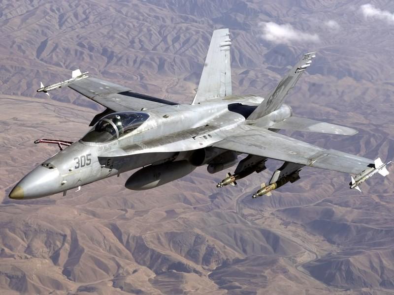 F-18 Mỹ bắn hạ Su-22 Syria, xung đột leo thang - ảnh 1