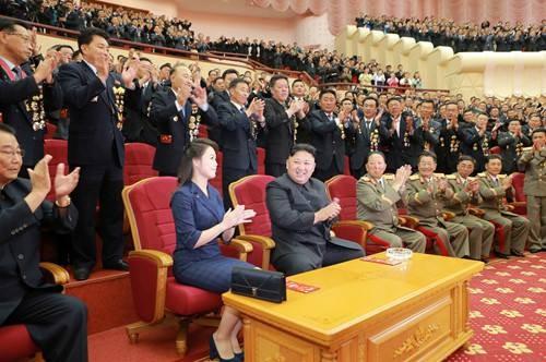 Triều Tiên mở đại tiệc cho các nhà khoa học hạt nhân - ảnh 1