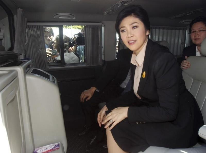 Yingluck tẩu thoát bằng hai xe
