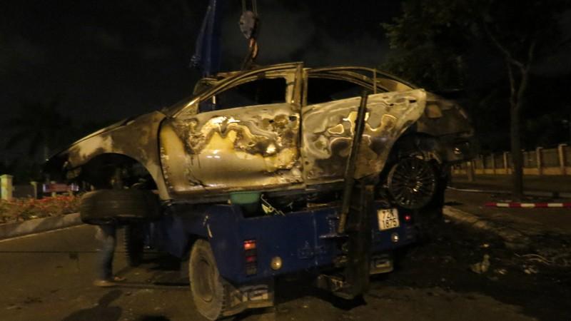 Tự gây tai nạn, người đàn ông trong xe Camry chết cháy không thể nhận dạng  - ảnh 1