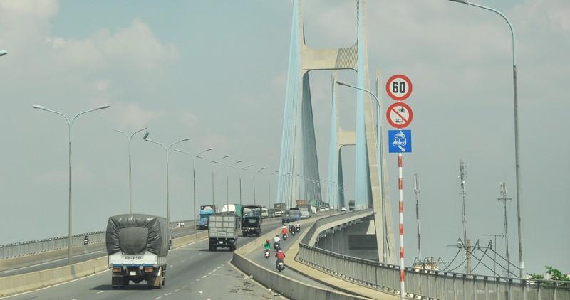 Đếm xe qua cầu Phú Mỹ - ảnh 1