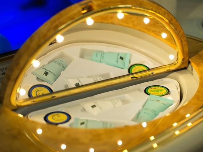 Khoang hạng nhất dát vàng trên máy bay Emirates - ảnh 7