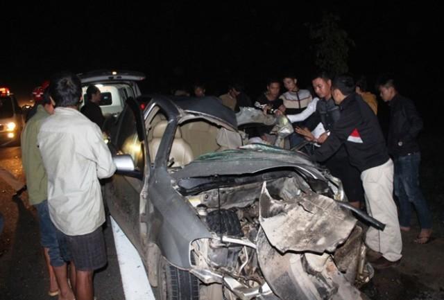 Xe tải tông trực diện, 4 người ngồi trên xe ô tô chết và bị thương  - ảnh 1