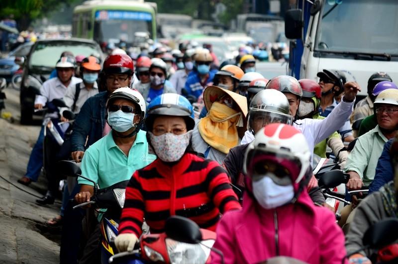 Lần đầu tiên kẹt xe hàng giờ trên đại lộ Phạm Văn Đồng - ảnh 1