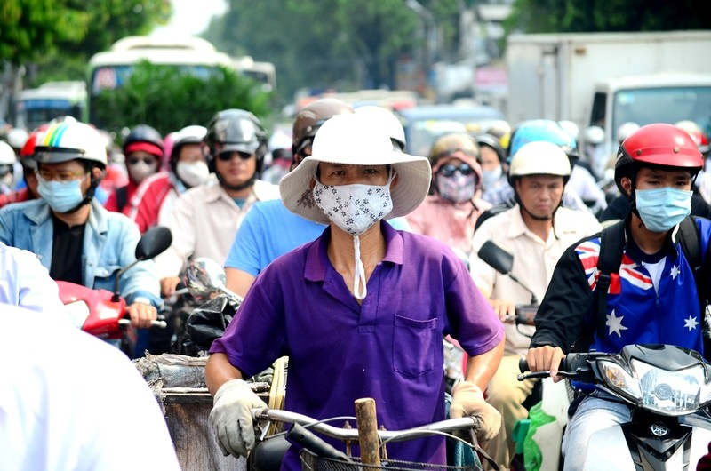 Lần đầu tiên kẹt xe hàng giờ trên đại lộ Phạm Văn Đồng - ảnh 2