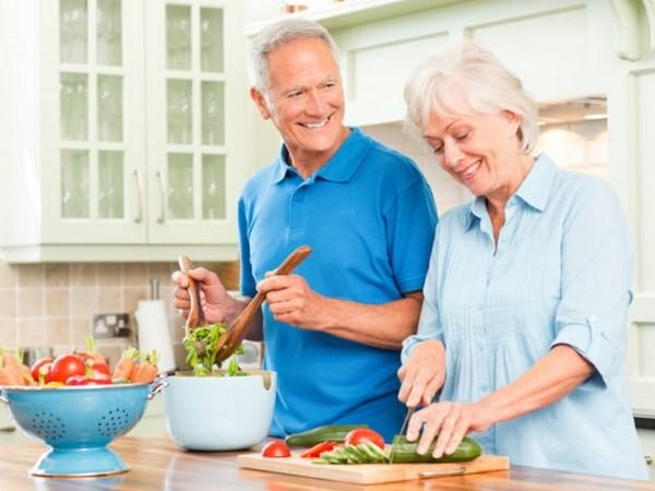 Tám chất dinh dưỡng cần bổ sung để chống lão hóa cho não - ảnh 1