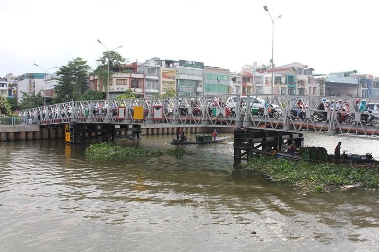 Cầu Trần Khánh Dư sáng chiều đều... kẹt - ảnh 1