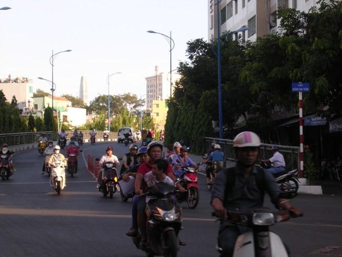 Cầu Trần Khánh Dư sáng chiều đều... kẹt - ảnh 10