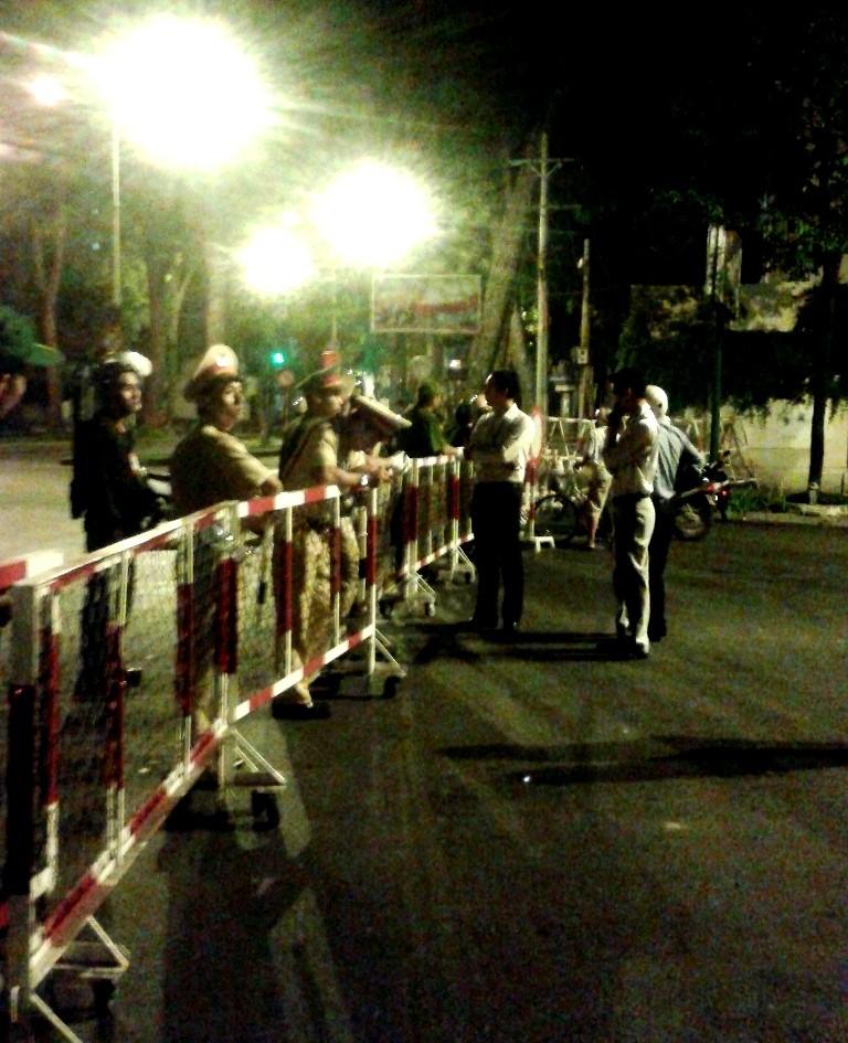 9h30 sáng nay lệnh cấm đường được dỡ bỏ, người dân đi lại bình thường - ảnh 2
