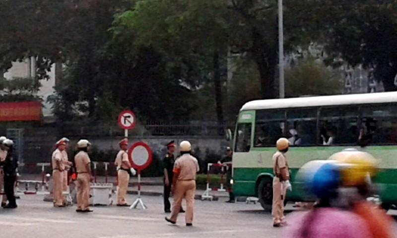 9h30 sáng nay lệnh cấm đường được dỡ bỏ, người dân đi lại bình thường - ảnh 3