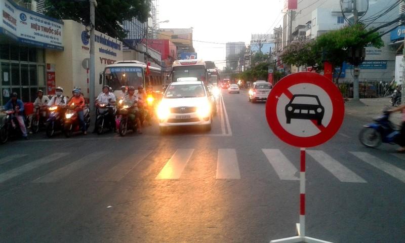 9h30 sáng nay lệnh cấm đường được dỡ bỏ, người dân đi lại bình thường - ảnh 1