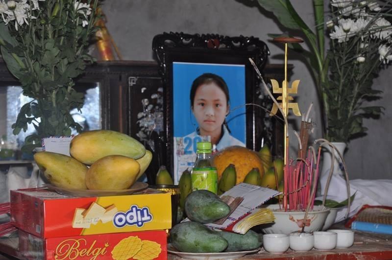 Hai nữ sinh mất tích được tìm thấy xác ở dưới sông Hồng - ảnh 1