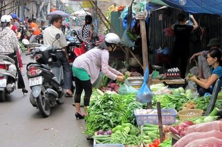 Nhiều chị em giới văn phòng ngại ra đường khi thời tiết nắng nóng nên chọn dịch vụ đi chợ thuê.