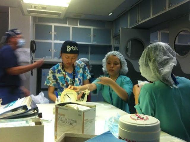 Bệnh viện bay Orbis đến Huế phẫu thuật cho bệnh nhân nghèo - ảnh 5