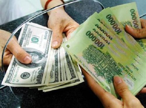 NHNN bất ngờ tăng tỉ giá bình quân liên ngân hàng - ảnh 1