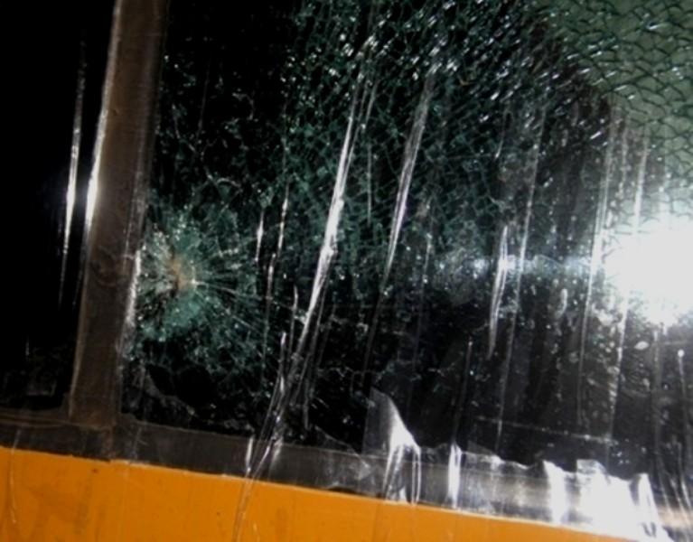Bị cáo ném đá làm vỡ nhãn cầu hành khách bị phạt 4 năm tù - ảnh 2