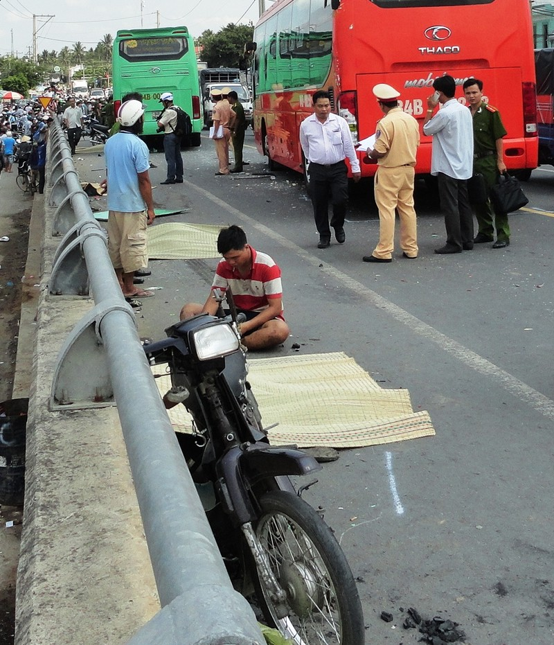 Khởi tố vụ án xe khách vượt ẩu trên cầu khiến 6 người thương vong - ảnh 1
