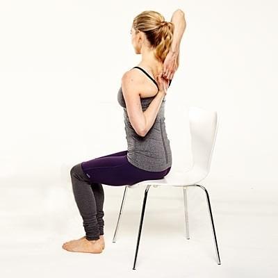 Năm động tác yoga 'ngồi tại chỗ' dành cho các chị em công sở - ảnh 4
