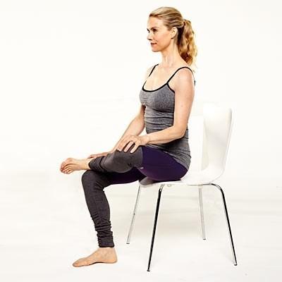Năm động tác yoga 'ngồi tại chỗ' dành cho các chị em công sở - ảnh 5