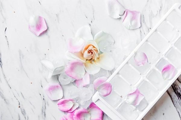 Nghiên cứu năm cách làm đẹp bất ngờ từ đá viên trong tủ lạnh - ảnh 3