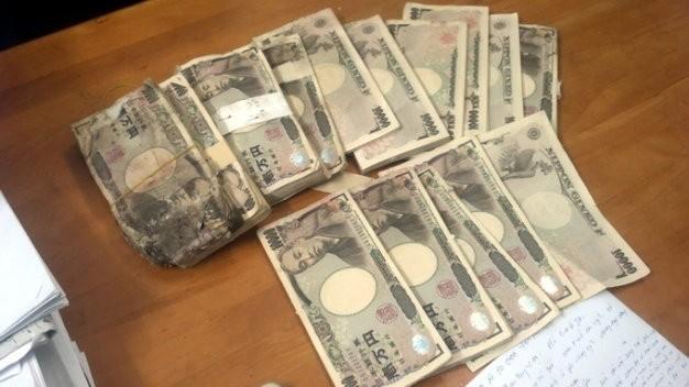 Số tiền 5 triệu yen mà chị Hồng tìm thấy trong thùng loa cũ - Ảnh: tư liệu Tuổi Trẻ