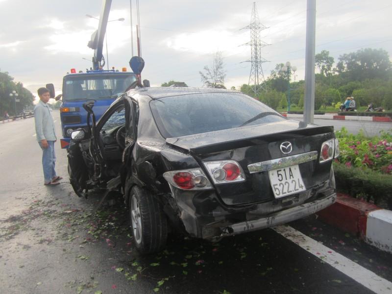 Tự gây tai nạn, tài xế ô tô tử vong tại chỗ - ảnh 1