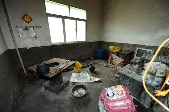 Trung Quốc: Bi thảm 4 anh em ruột uống thuốc sâu tự sát - ảnh 1