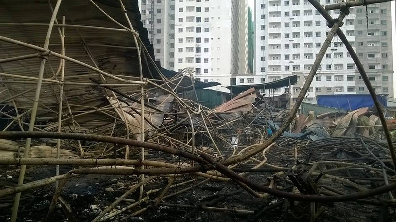 Cháy khủng khiếp trong đêm ở khu lán công nhân, 4.000 người tháo chạy - ảnh 16