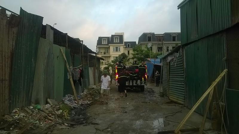 Cháy khủng khiếp trong đêm ở khu lán công nhân, 4.000 người tháo chạy - ảnh 1