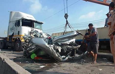 Bắt giam tài xế xe đầu kéo gây tai nạn làm chết 5 người - ảnh 1
