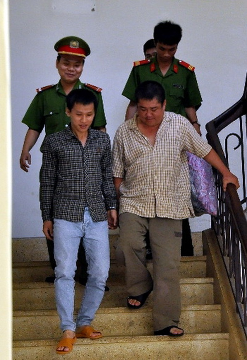 Ông Trung bị bắt tại tòa, đưa về trại giam sau phiên tòa phúc thẩm. Ảnh: Hoàng Trường