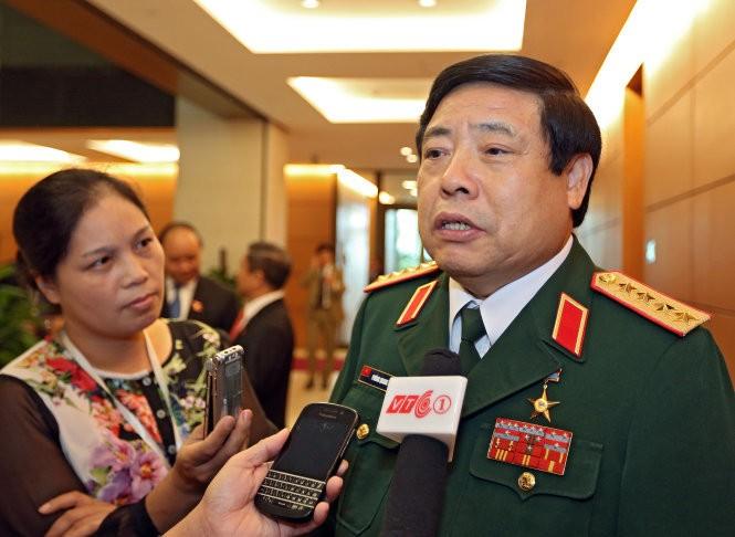 Bộ trưởng Bộ Quốc phòng Phùng Quang Thanh trong lần trả lời phỏng vấn báo chí bên lề kỳ họp Quốc hội vào tháng 10-2014 - Ảnh: Việt Dũng