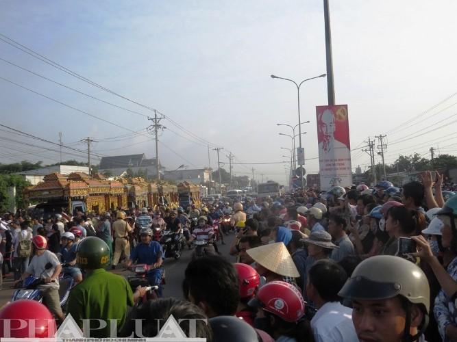 Tiễn đưa 6 nạn nhân vụ thảm sát Bình Phước về nơi an nghỉ cuối cùng - ảnh 8