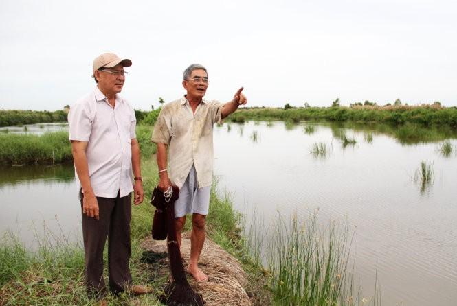 Nét hoang sơ vẫn còn ở đồng chó ngáp. Thế nhưng mảnh đất này đang giúp nhiều nông dân trở nên giàu có hơn - Ảnh: V.Tr.
