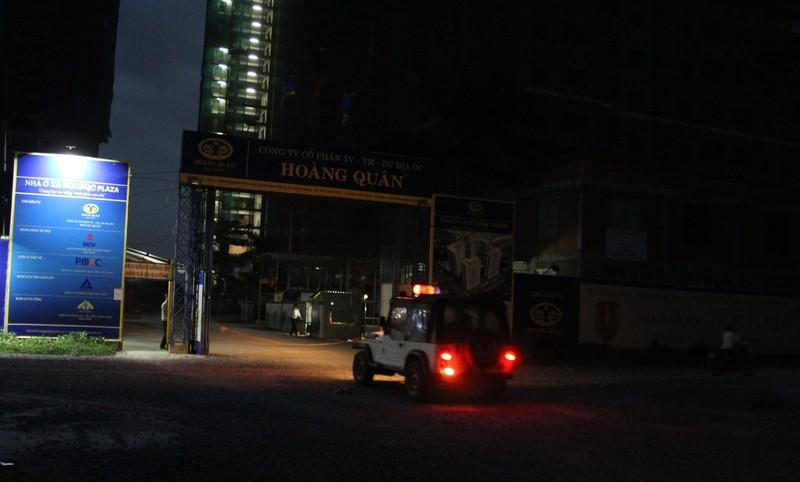Hai công nhân bị rơi từ tầng 12 xuống đất - ảnh 1