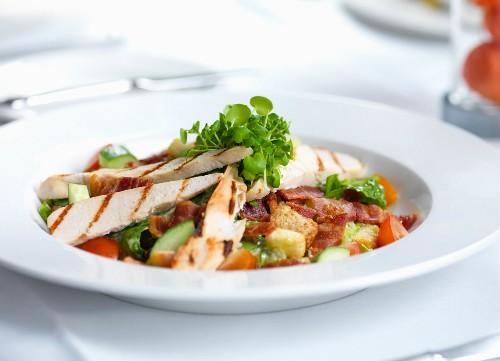 Thay đổi màu sắc đĩa đựng thức ăn có thể giúp giảm cân. Ảnh: viralscape