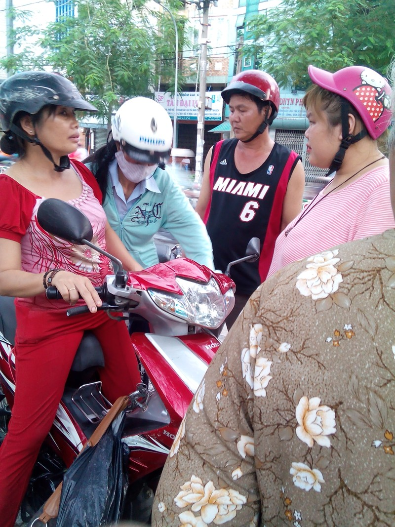 Bị tai nạn, người phụ nữ không chịu đi cấp cứu vì sợ mất xe - ảnh 1