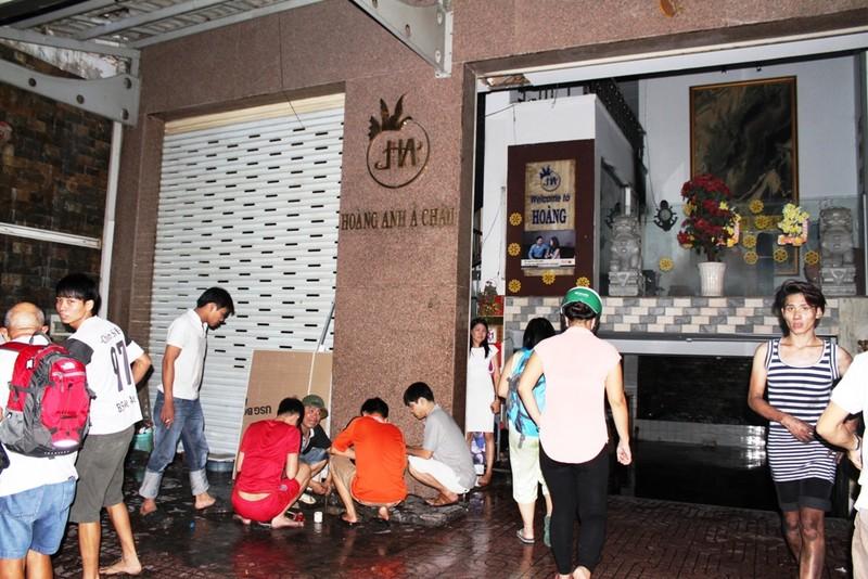 Cháy khách sạn ở cư xá Lữ Gia, hai khách Trung Quốc bị ngạt khói - ảnh 1